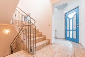 Eingang und Treppe